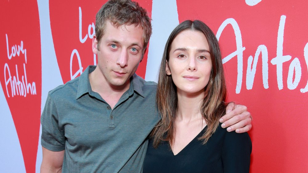 Jeremy Allen White et Addison Timlin à la première de Love, Antosha