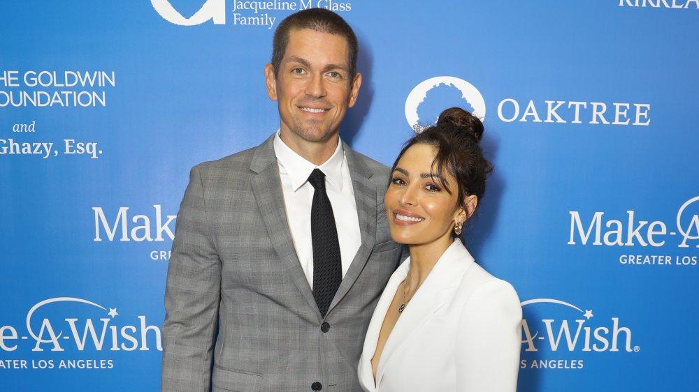 Steve Howey et Sarah Shahi au Gala Wish 2019