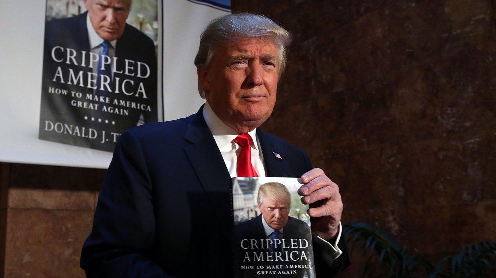 Donald Trump lors d'une signature de livre en 2015