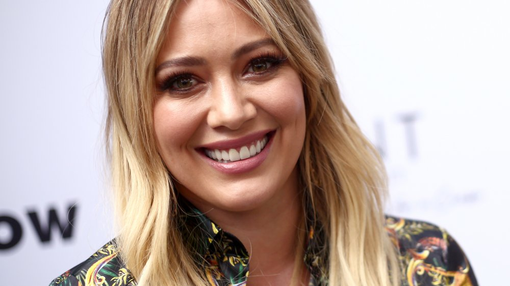 Hilary Duff souriant