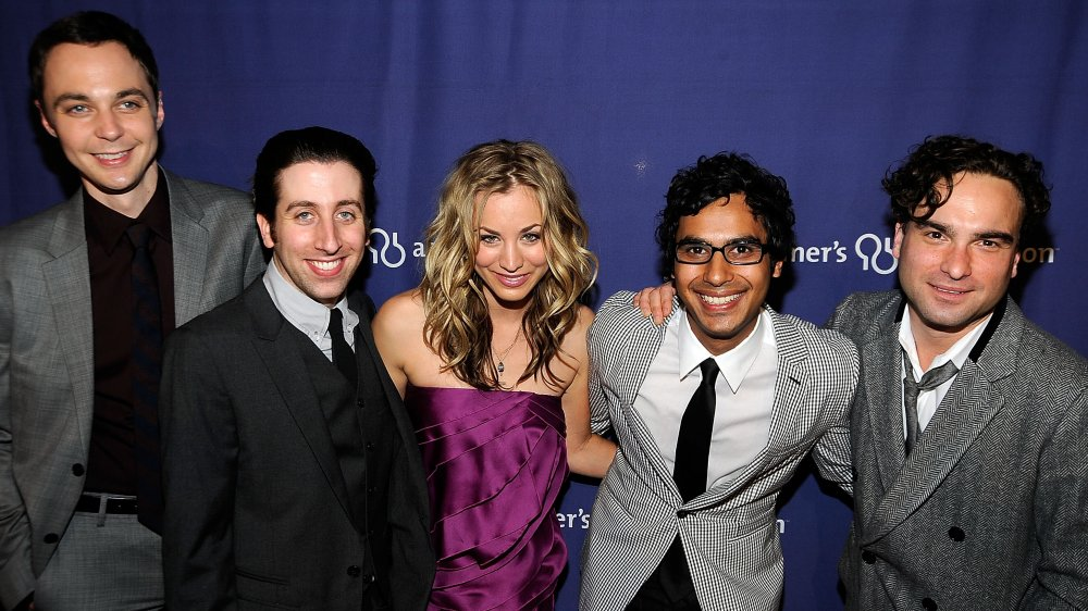 The Big Bang Theory cast à la 17e édition annuelle de A Night At Sardi's de l'Association Alzheimer