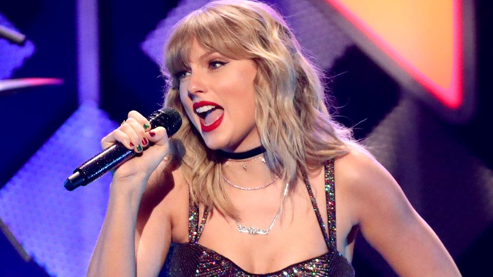 Taylor Swift se produit sur scène pendant le Z100 Jingle Ball 2019 d'iHeart Radio