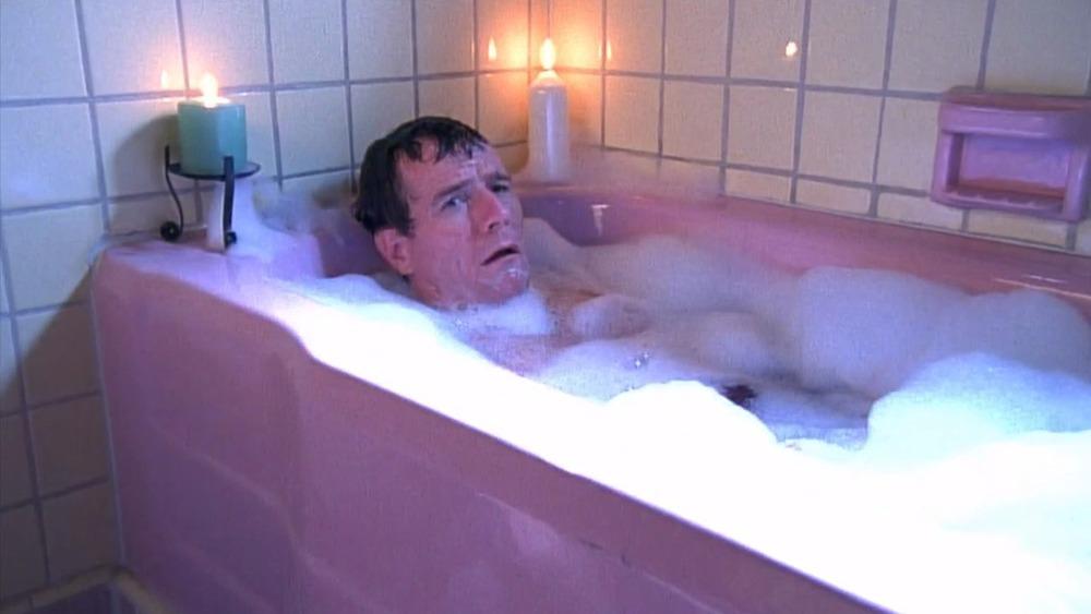 Bryan Cranston dans une scène de baignoire