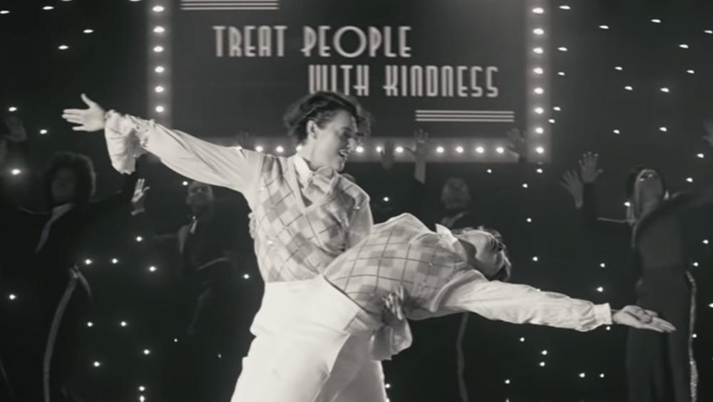 """Phoebe Waller-Bridge et Harry Styles dans """"Traiter les gens avec gentillesse"""""""