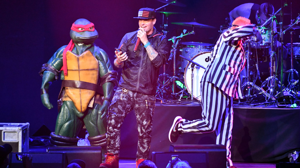 Glace à la vanille sur scène avec une tortue ninja