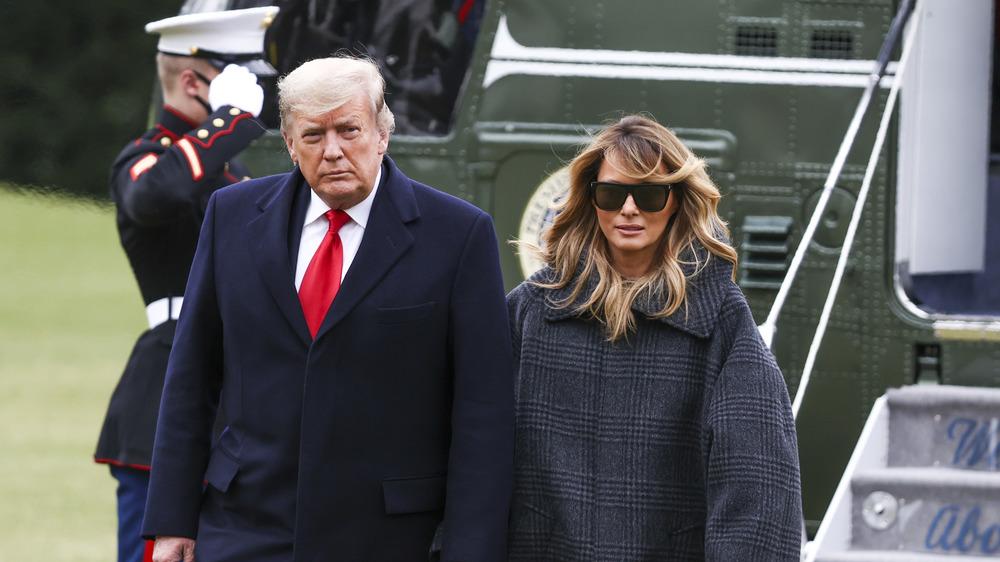 Donald Trump et Melania Trump marchent