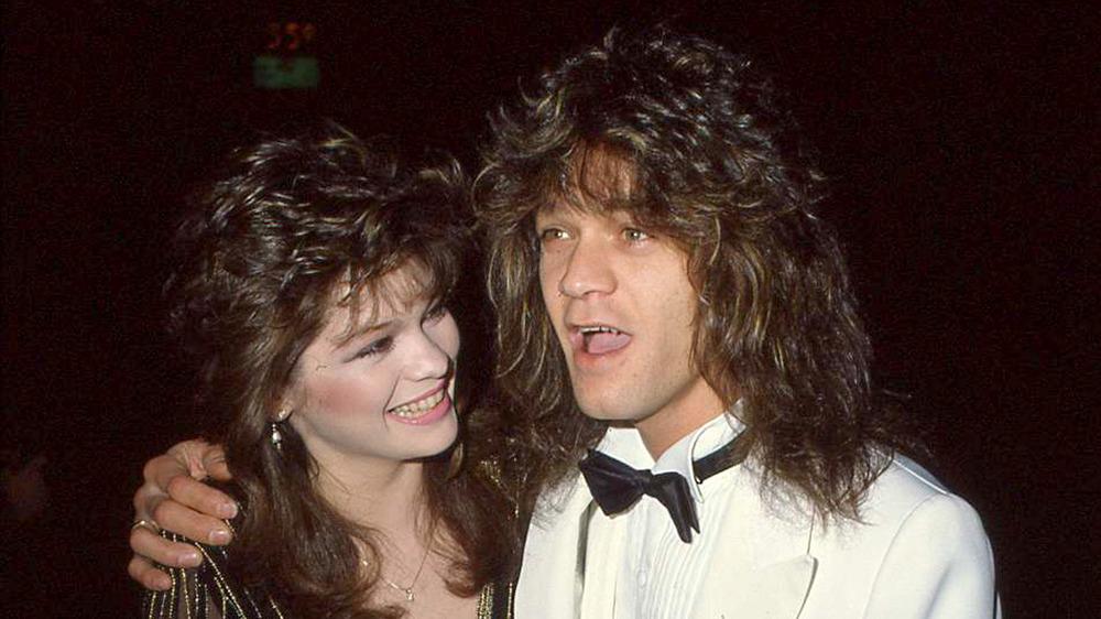 Valerie Bertinelli souriante à Eddie Van Halen