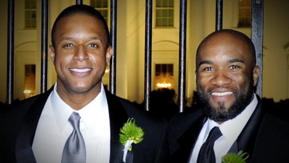 Craig Melvin et Lawrence Meadows, souriant en tenues de soirée