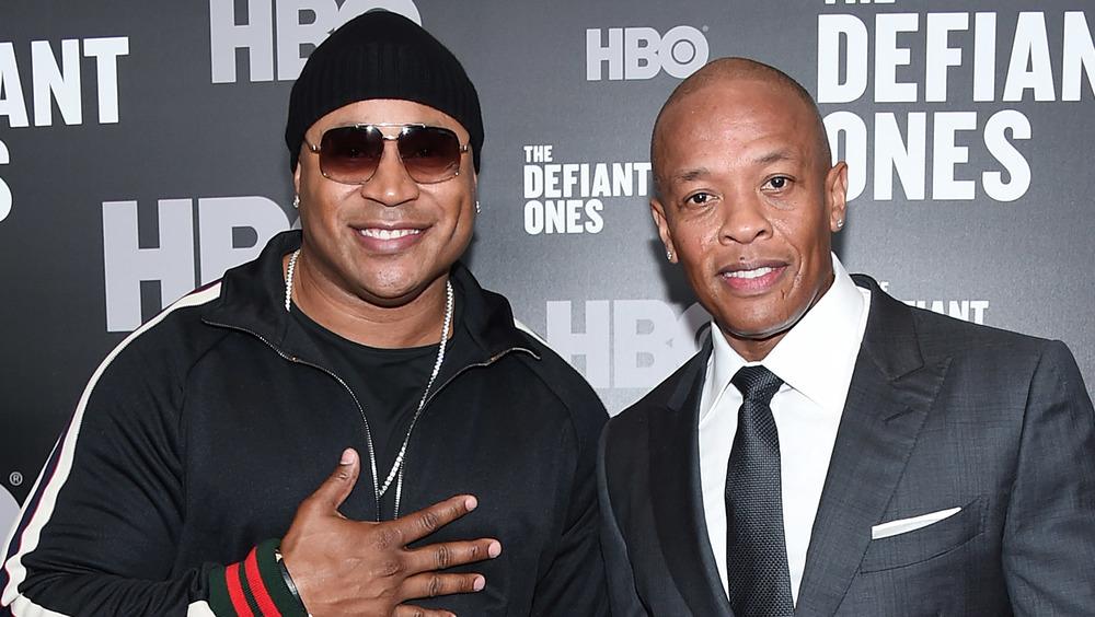 LL Cool J et Dr.Dre posant ensemble sur le tapis rouge
