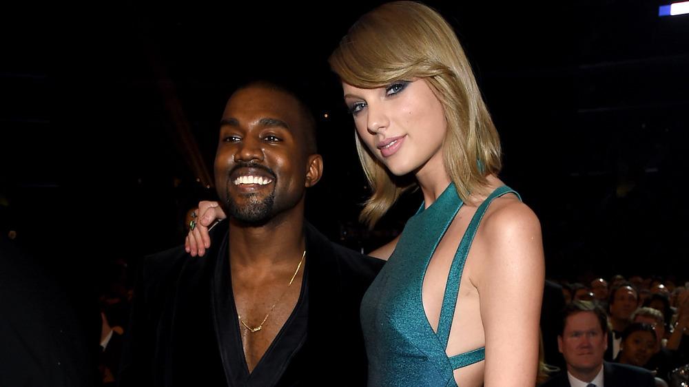 Kanye West et Taylor Swift s'embrassent en posant pour des photos