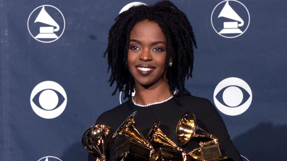 Lauryn Hill tenant plusieurs prix dans les coulisses des 41e Grammy Awards