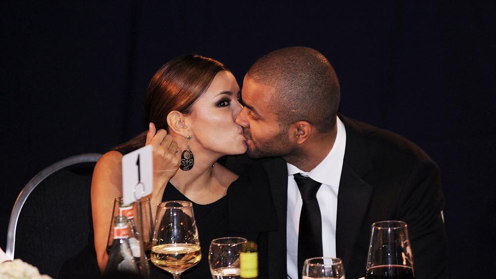 Tony Parker embrasse Eva Longoria