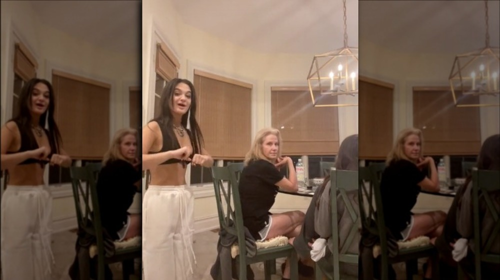 Claudia Conway et sa Kellyanne Conway dans une vidéo TikTok