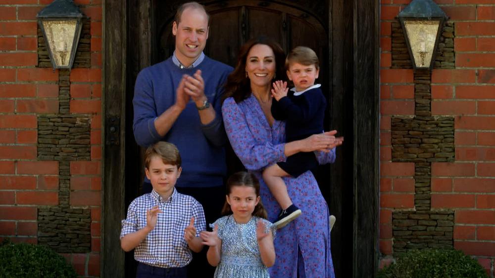 Le prince William et Kate Middleton posent avec leurs enfants, le prince George, la princesse Charlotte et le prince Louis