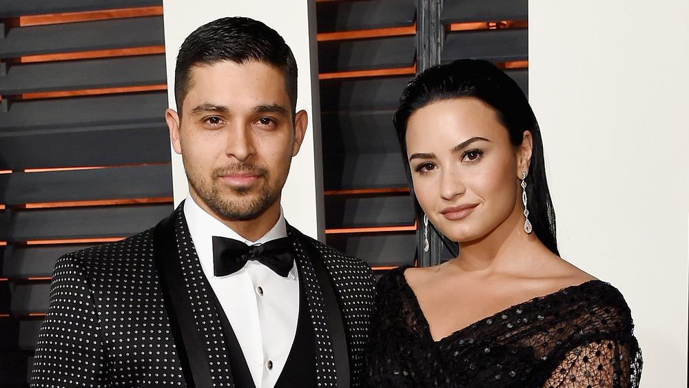 Demi Lovato et Wilmer Valderrama sur un tapis rouge
