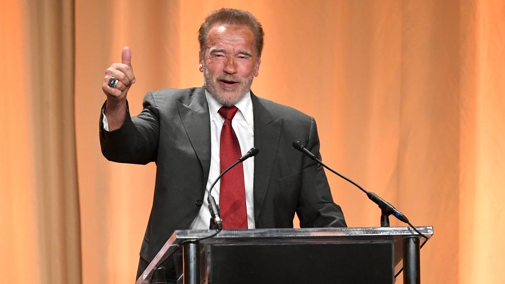 Arnold Schwarzenegger prononce un discours