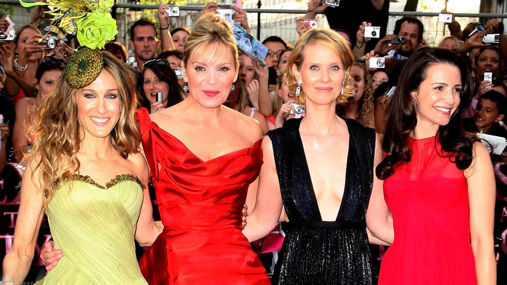 Sarah Jessica Parker, Kim Cattrall, Cynthia Nixon et Kristin Davis posant sur le tapis rouge