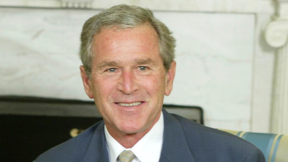 George Bush souriant