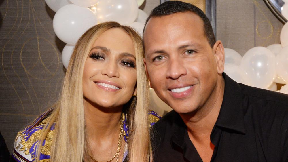 Jennifer Lopez et Alex Rodriguez souriant