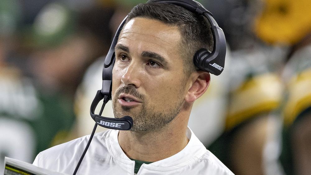 Matt LaFleur coaching sur le terrain des Packers de Green Bay