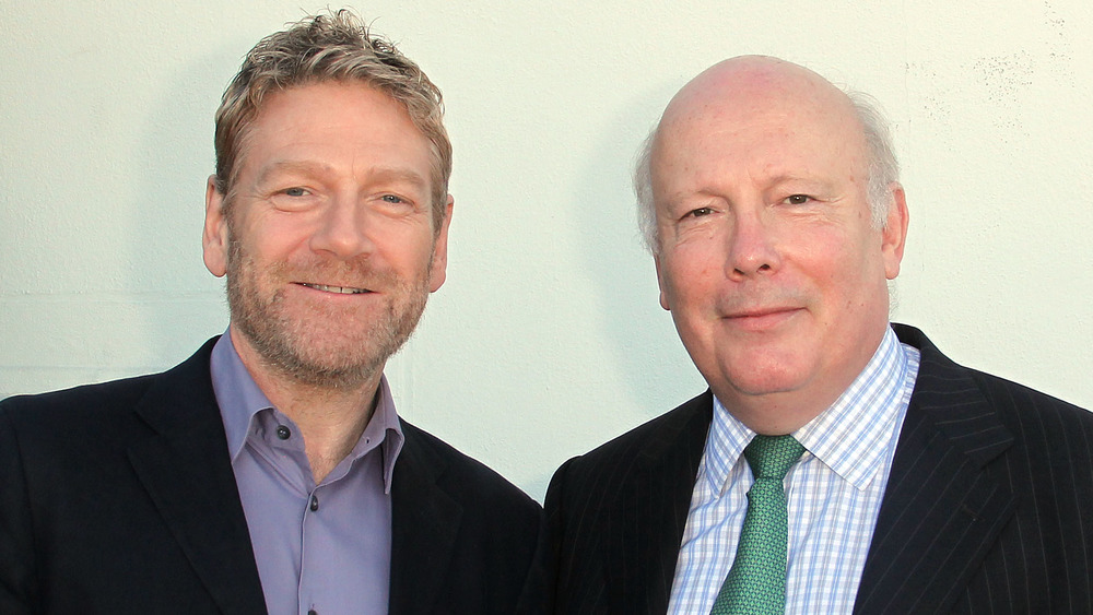 Kenneth Branagh et Julian Fellowes souriant