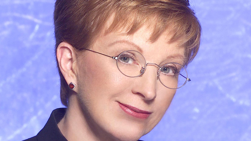 Anne Robinson porte des lunettes