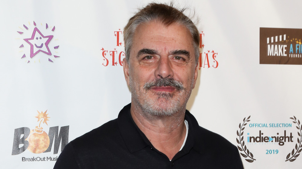 Chris Noth souriant