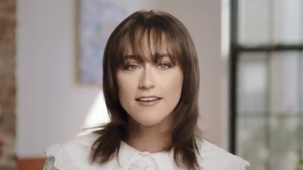 Ella Emhoff souriante