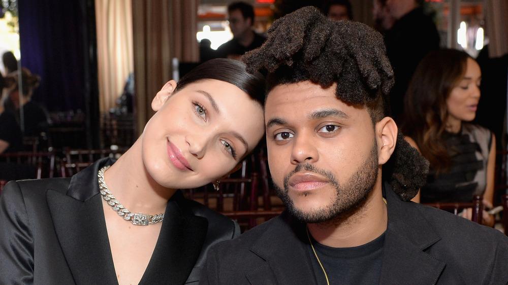 Bella Hadid et The Weeknd posant ensemble