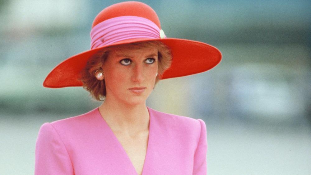 Bonnet rose et rouge Princesse Diana
