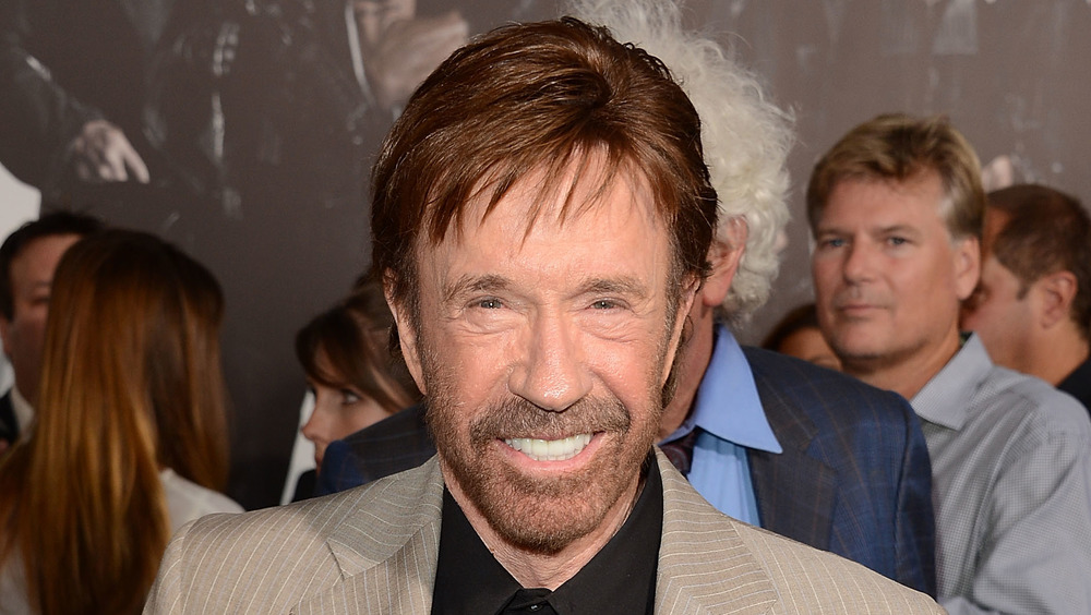 Chuck Norris souriant