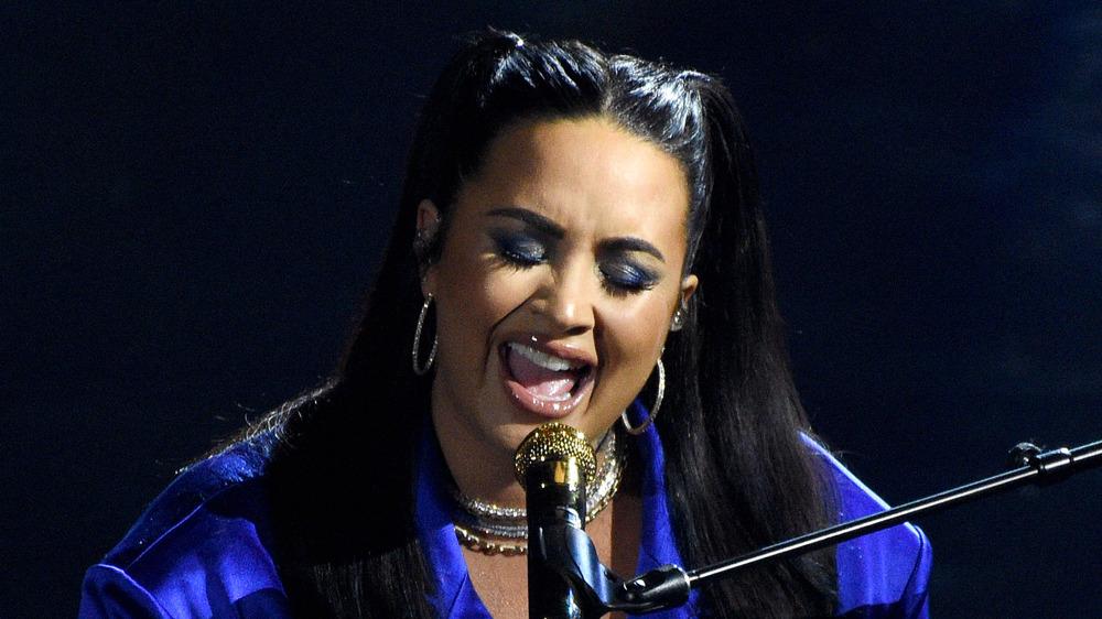 Demi Lovato effectuant
