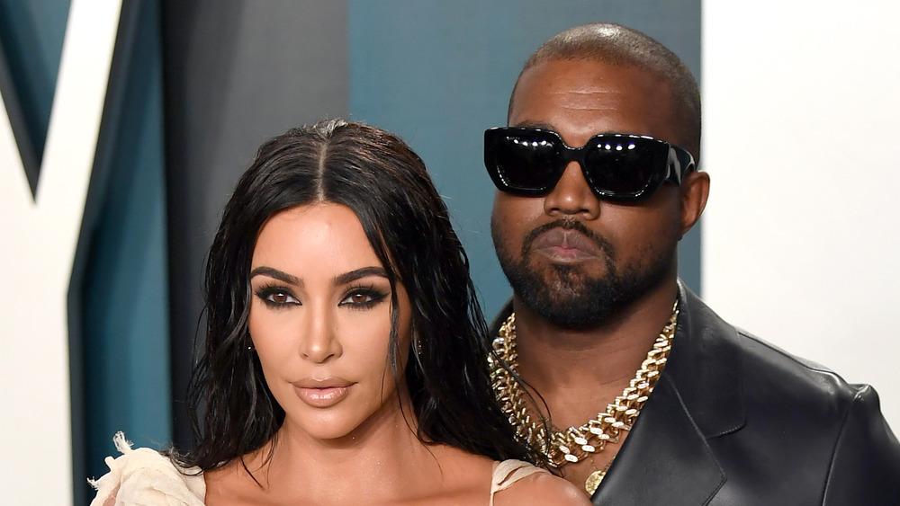 Kim Kardashian et Kanye West sur un tapis rouge