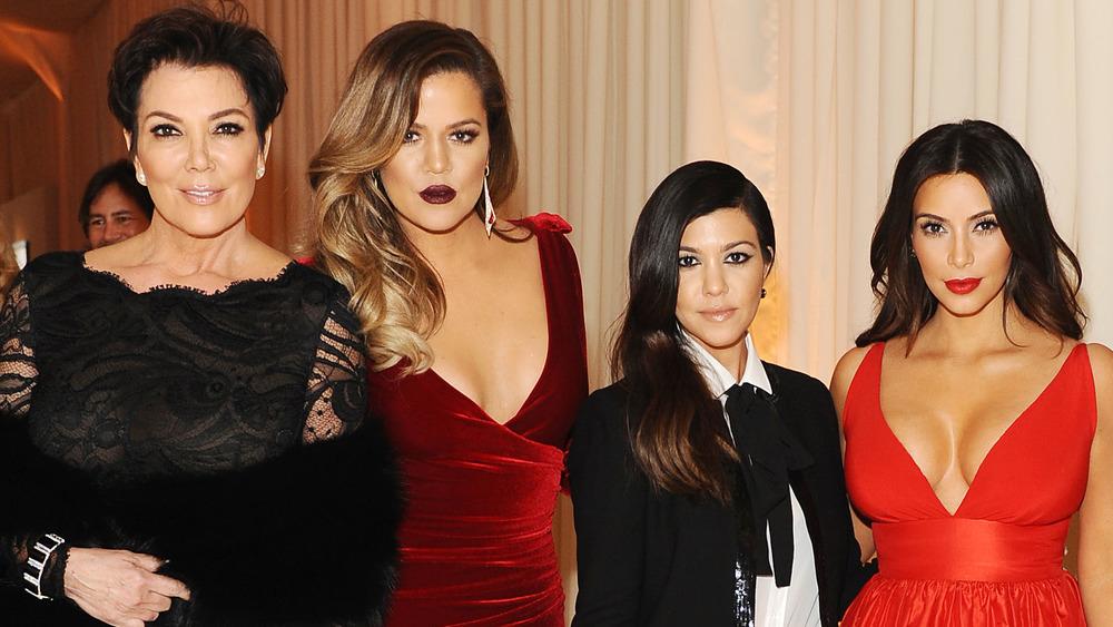 Kris Jenner, Khloe Kardashian, Kourtney Kardashian et Kim Kardashian posant ensemble