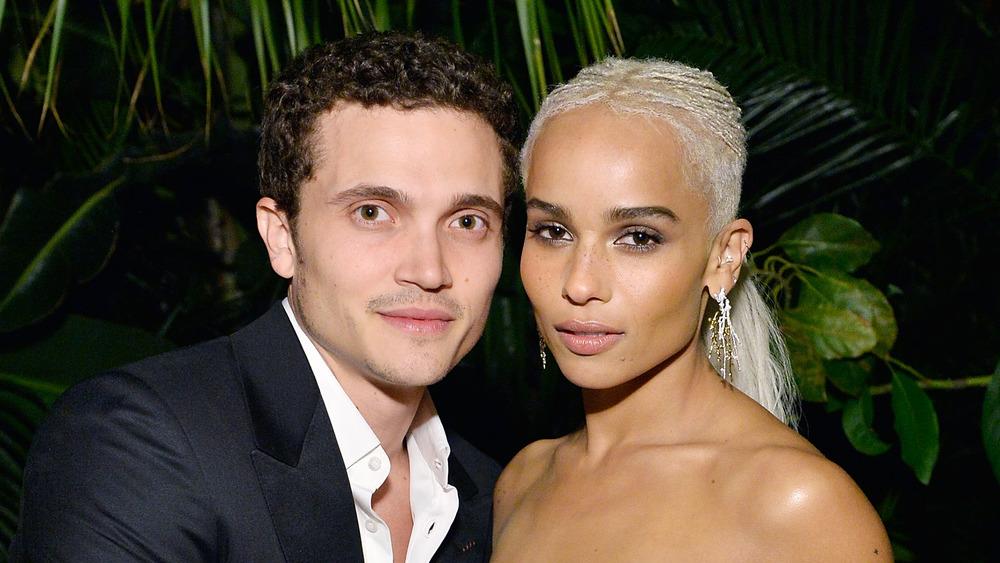 Zoe Kravitz et Karl Glusman participant à un événement hollywoodien