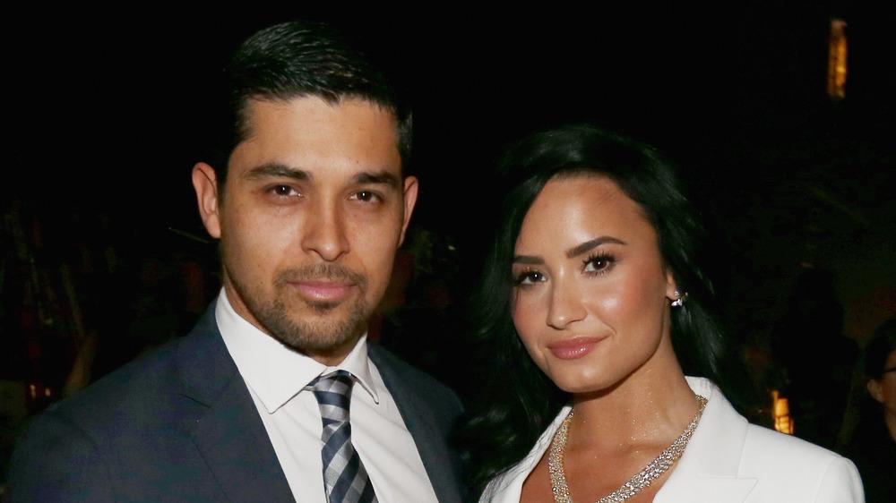 Demi Lovato et Wilmer Valderrama lors d'un événement