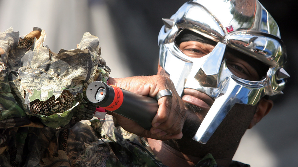 MF DOOM en train de jouer