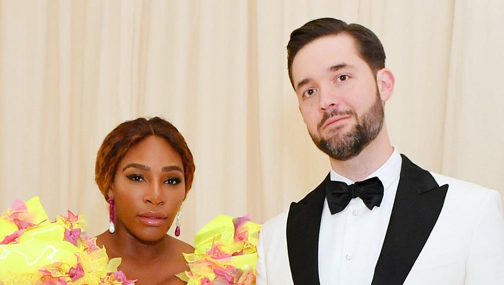 Serena Williams et Alexis Ohanian Sr. ont l'air sérieux