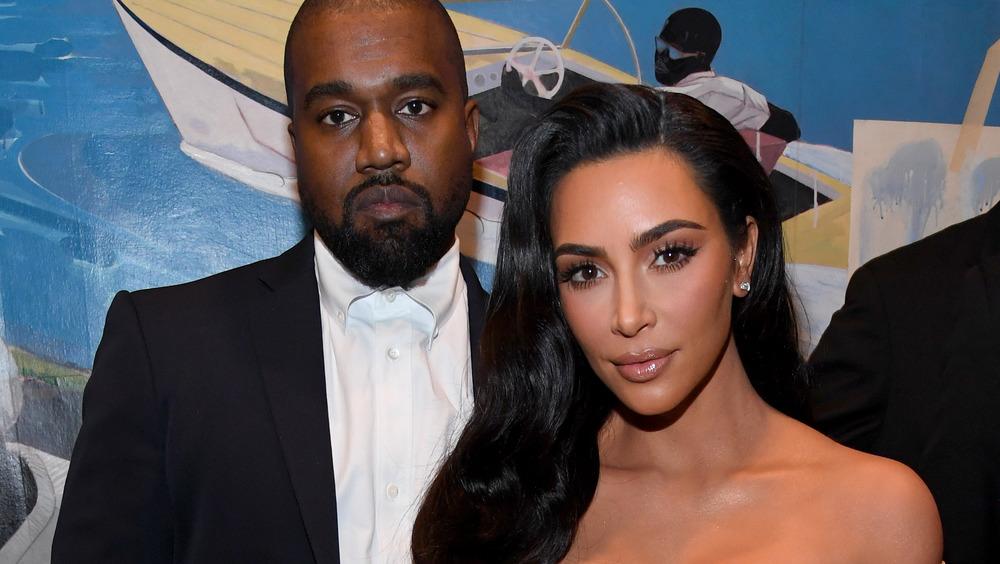 Kim Kardashian et Kanye West sur le tapis rouge ont l'air sérieux