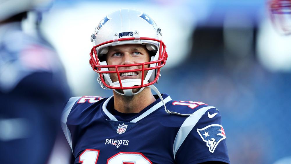 Tom Brady, jouant au football