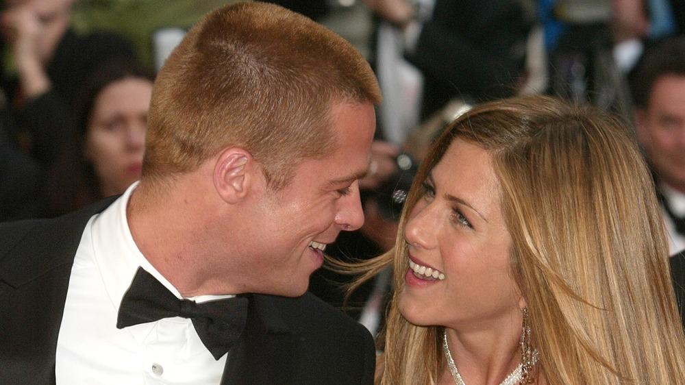 Brad Pitt et Jennifer Aniston se sourient