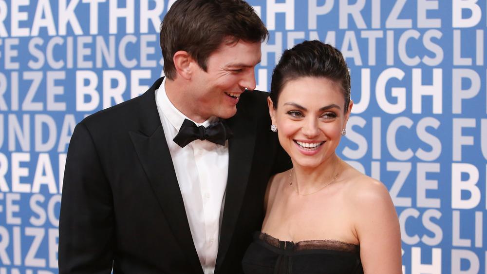 Mila Kunis et Ashton Kutcher sur le tapis rouge
