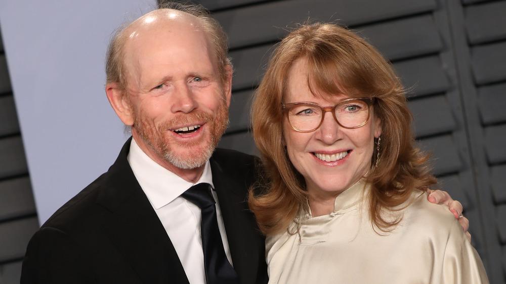 Ron et Cheryl Howard posant