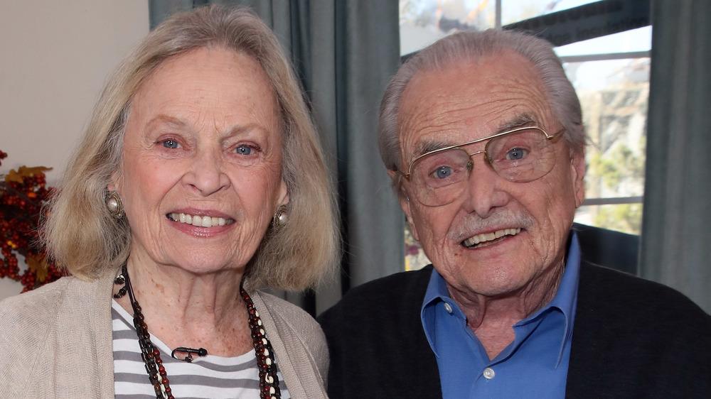 Bonnie Bartlett et William Daniels souriant