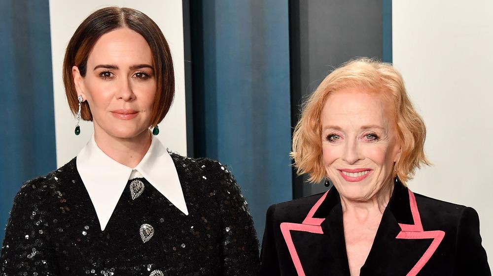 Sarah Paulson et Holland Taylor sourient à la soirée des Oscars Vanity Fair 2020