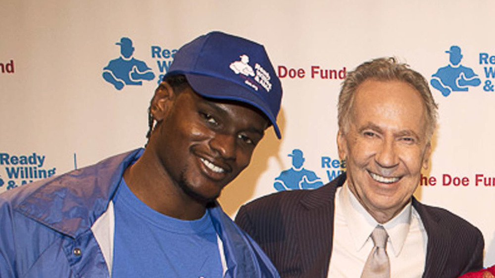 George T. McDonald avec un participant au Doe Fund