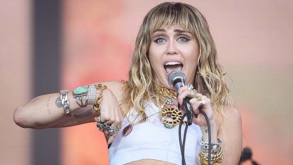 Miley Cyrus chantant