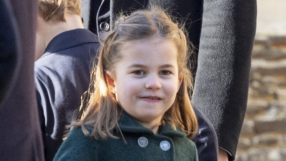 Princesse Charlotte avec un sourire effronté