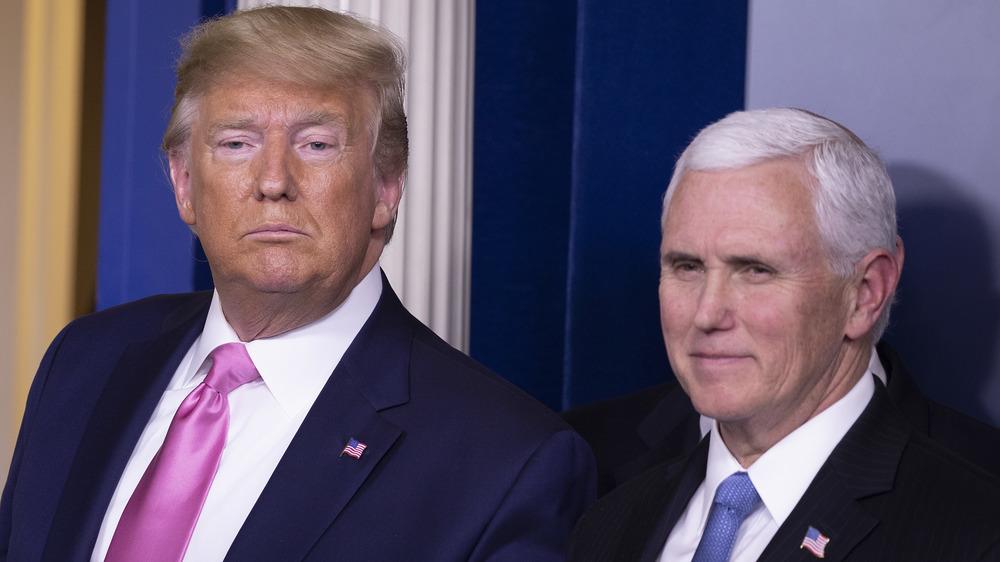 Donald Trump et Mike Pence sur une estrade