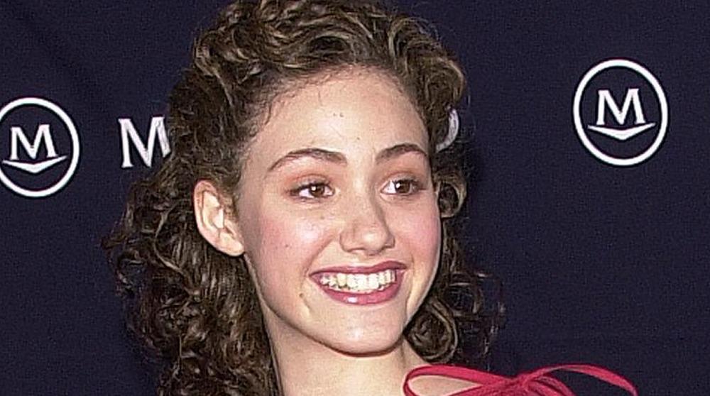 Emmy Rossum souriant en 2005